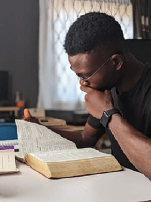 Overcoming Distractions in God's Presence by Christiana Okafor @ Inspiring Changes|Christian Lifestyle Blog